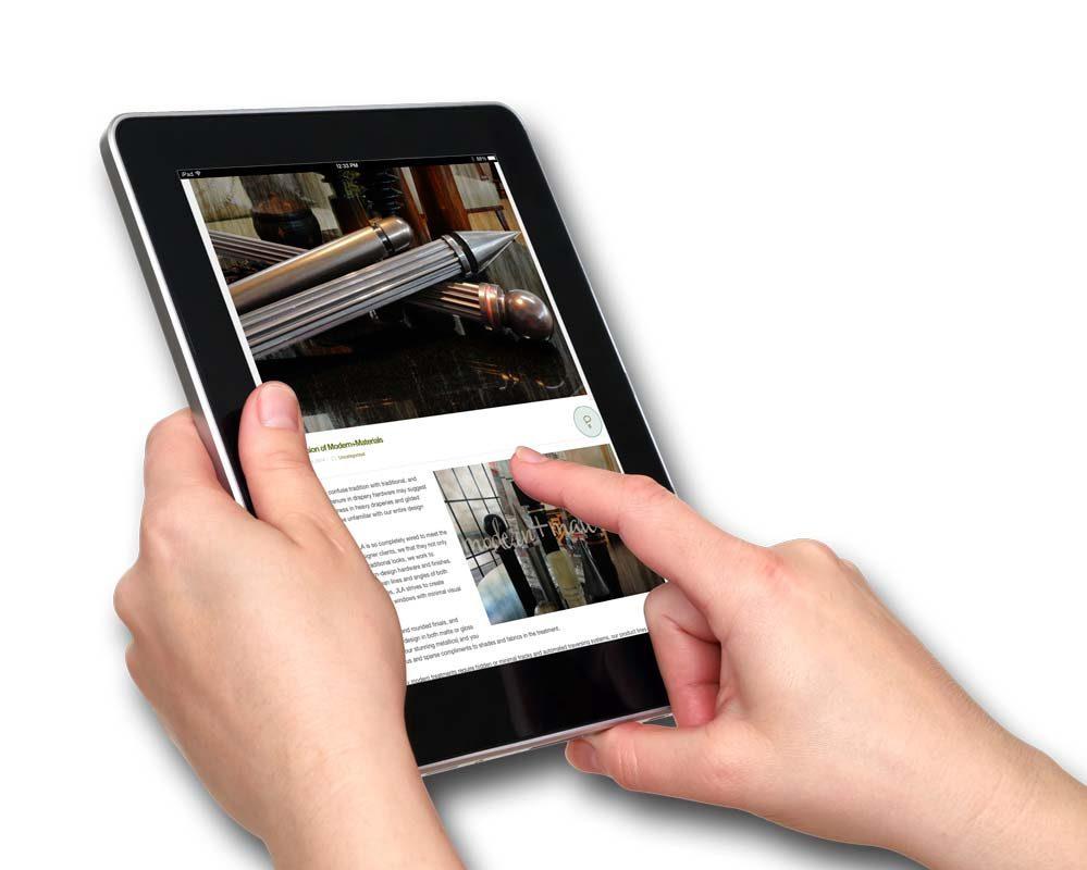IPad-Hands-Screen